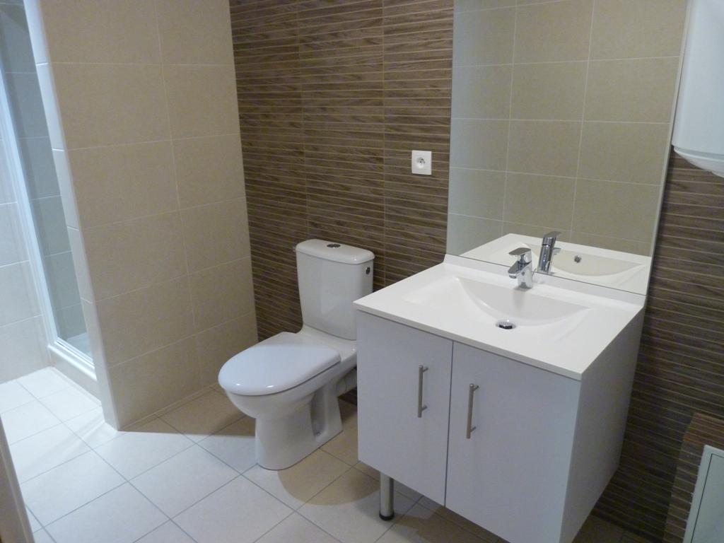 Quelques semaines - Salle de bain hopital ...
